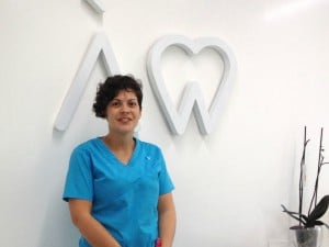 estudiante de higienista dental a distancia