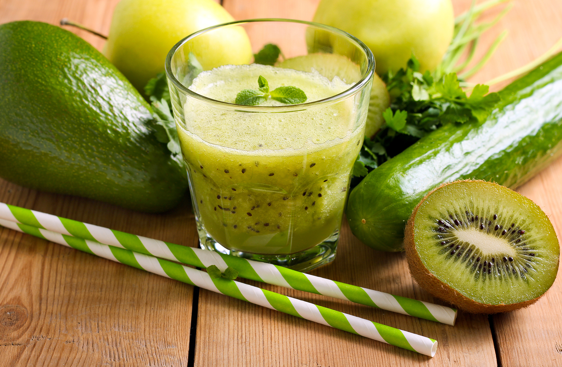 Healthy eating - green vitamin smothie