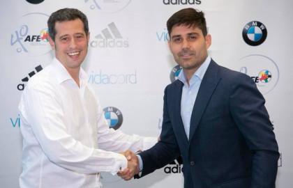 El CEO de ILERNA Online, Jordi Giné y el presidente de la AFE, David Aganzo, sellan un acuerdo de colaboración