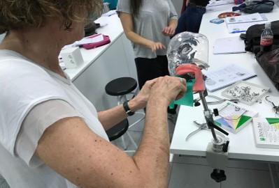 En las clases de apoyo presencial, los alumnos de ILERNA Madrid llevan a la práctica los contenidos teóricos