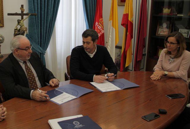 Jordi Giné, el CEO de ILERNA Online, en el momento de la firma del convenio con la UCAM
