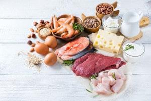 La riboflavina está presente en carnes, leche, huevos y pescados.