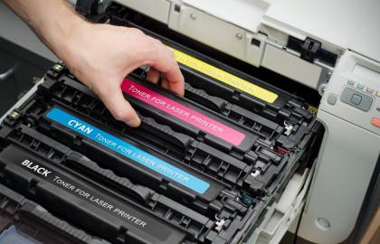 En cambio, la impresora y los cartuchos de tinta son productos complementarios.