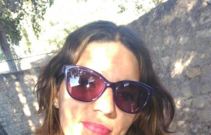 Sheila trabaja como higienista dental tras obtener su titulación oficial en ILERNA Online