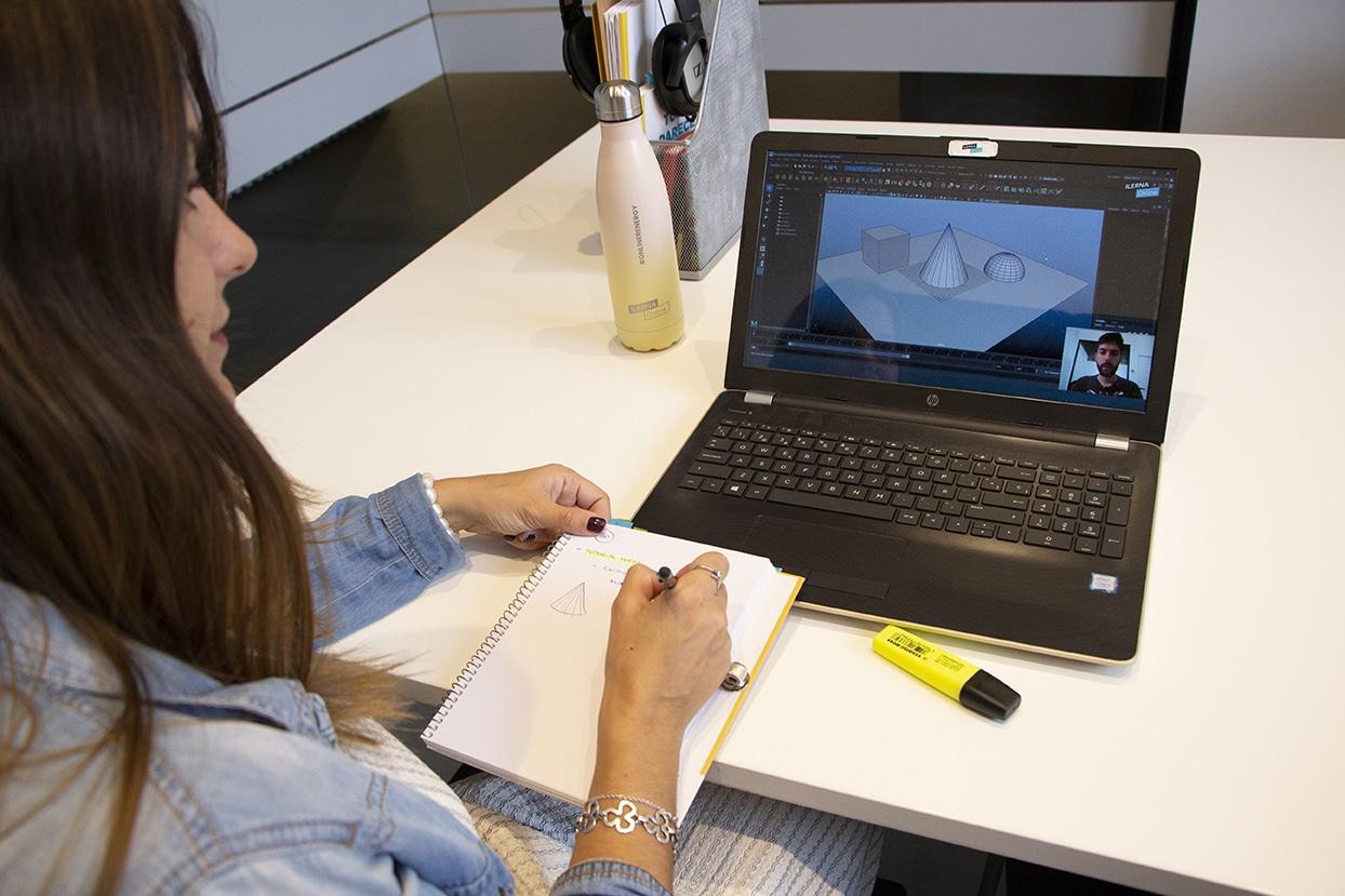 Cuatro de cada cinco estudiantes de ILERNA Online compaginan trabajo y FP.