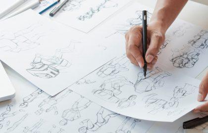 La fase de preproducción es clave e incluye la elaboración del guión y el storyboard.