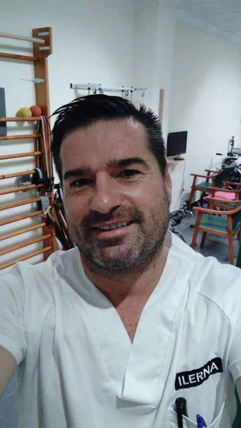 Ioan trabaja como Técnico en Cuidados Auxiliares de Enfermería