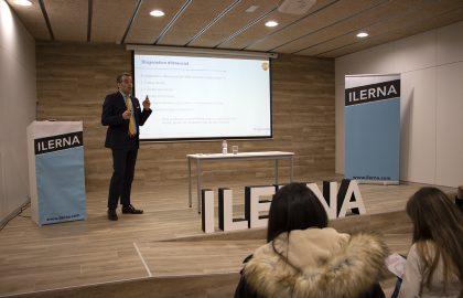 Javier Salinas durante su ponencia sobre Higiene Bucodental